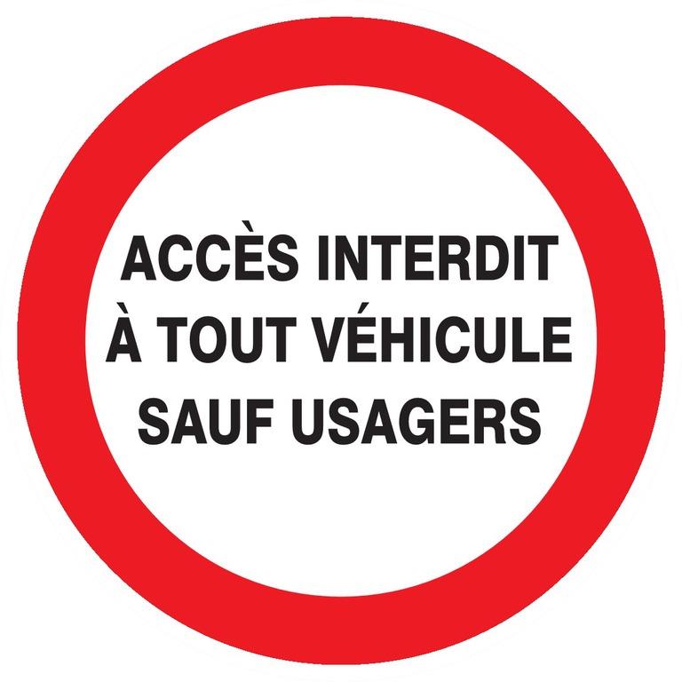 Accès interdit àtout véhicule sauf usagers