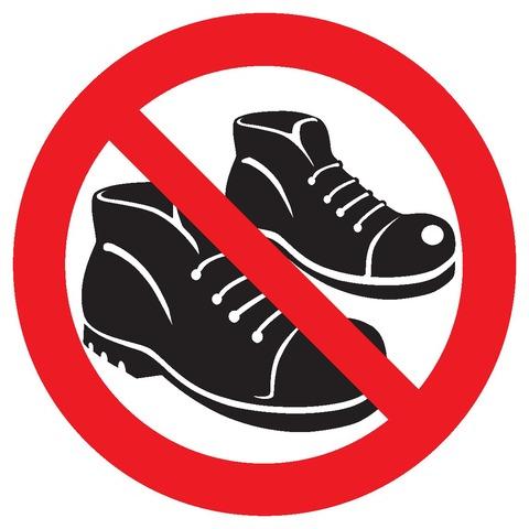 Chaussures interdites